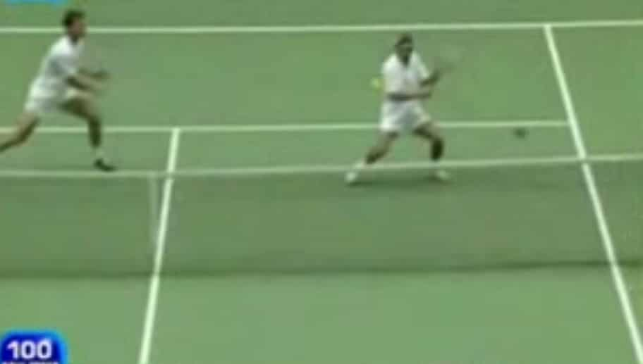 Video: Tennispelaajan birdie - millä todennäköisyydellä hei?