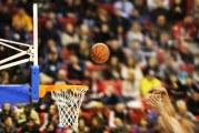 Video: Koripallo-ottelussa käsittämätön heitto
