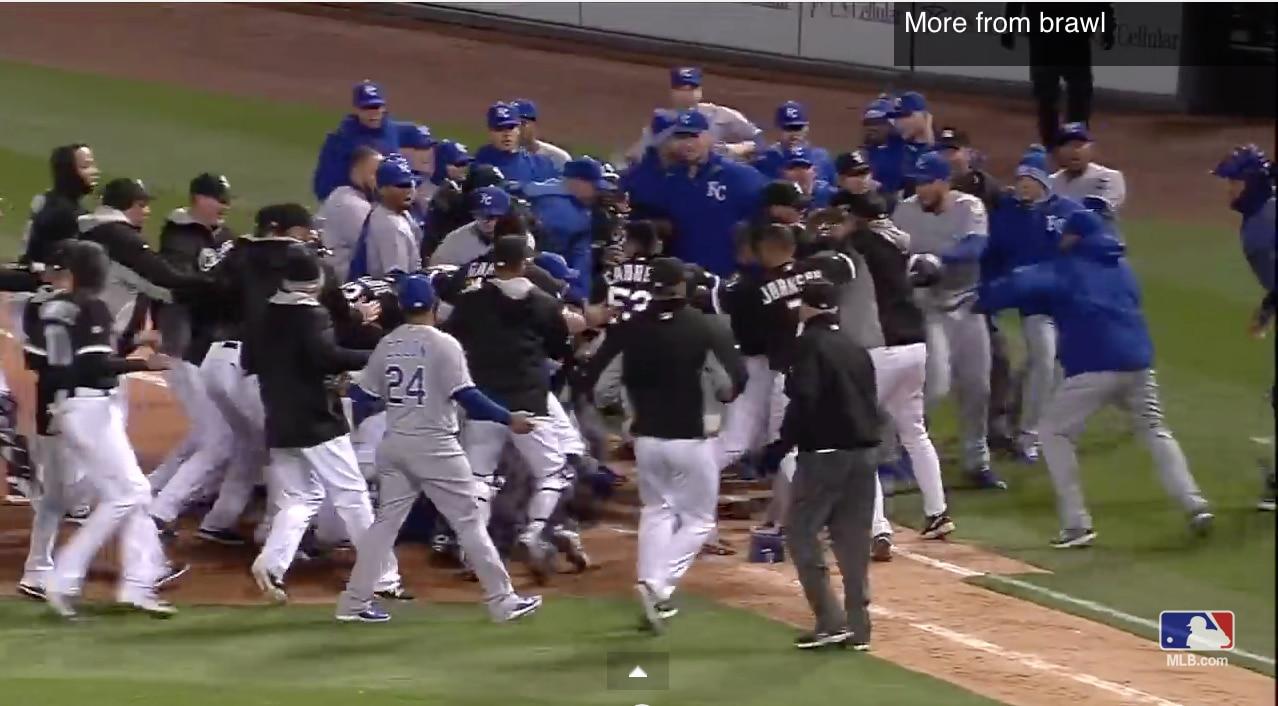 Video: MLB:ssä tunteet kuumenivat rajusti - kunnon joukkomyllyt