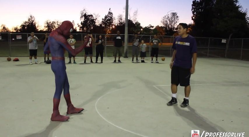 Video: Spiderman murskasi jälleen kaikki koripallokentällä