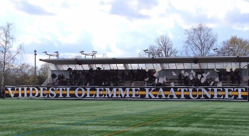 FC TPS:n kannattajien näyttävä tifo Ykkösen avauksessa.