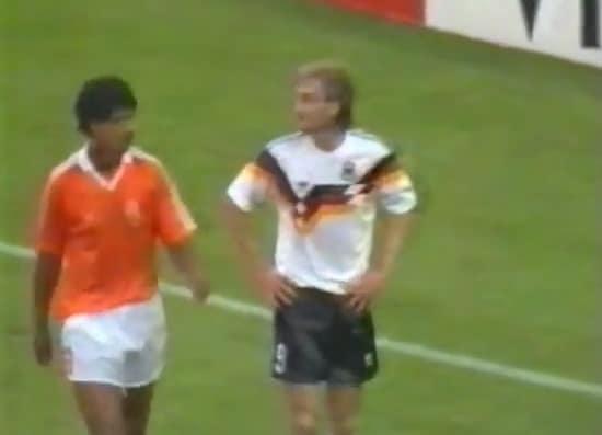 Nostalgiavideo: Frank Rijkaard VS. Rudi Völler -välikohtaus MM-kisoissa 1990