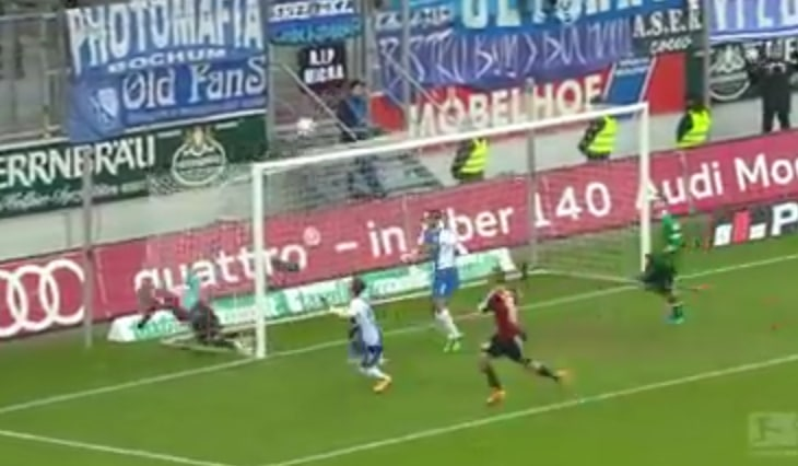 Video: Kolmessa sekunnissa pallo kolme kertaa ylärimaan