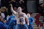 Klassikkovideo: Miesfani villitsee yleisön tanssillaan Kevin Garnettin kotiinpaluussa