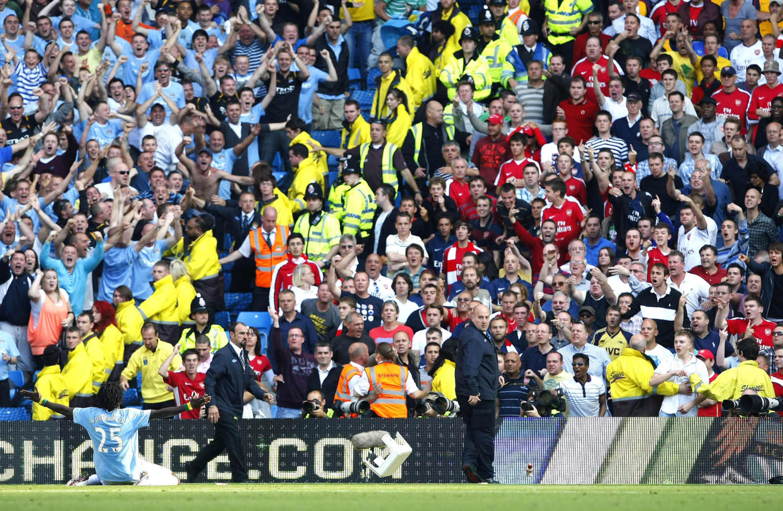 adebayor celebration | Pallomeri.net