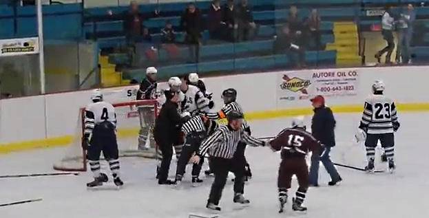 tuomari referee player fight jääkiekkotappelu pallomeri.net