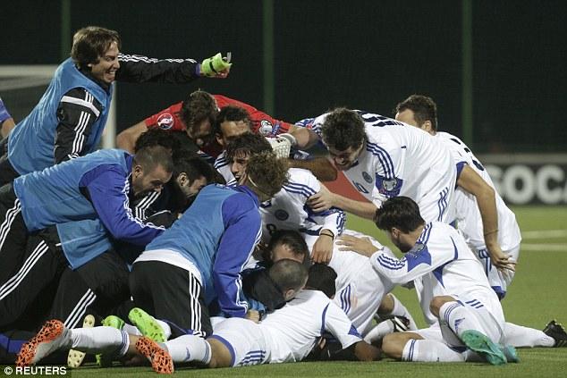 Video: San Marino teki ensimmäisen vierasmaalin 14 vuoteen - se on juhlinnan paikka
