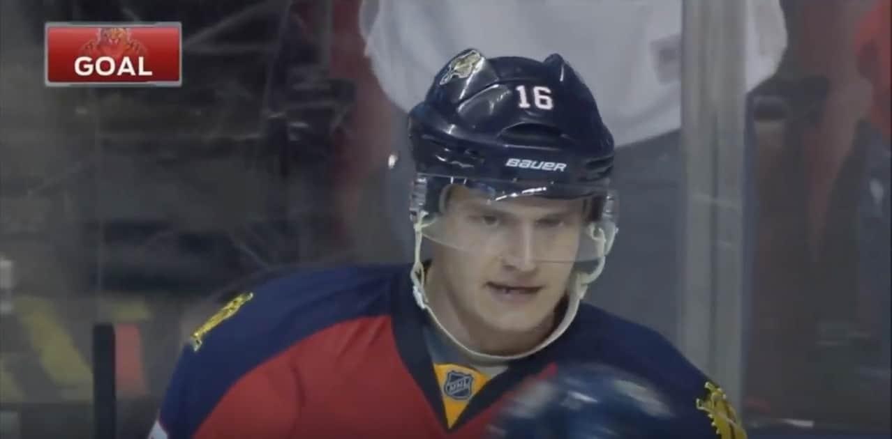 Aleksander Barkov NHL Florida / Pallomeri.net