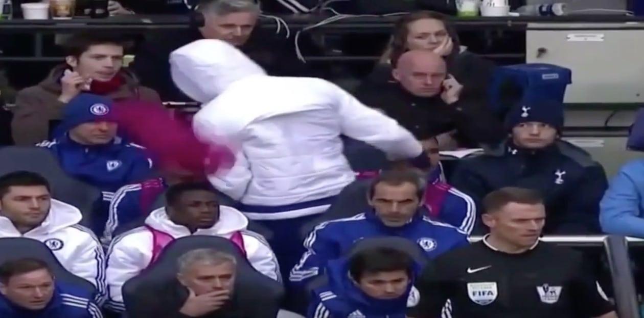 Video: Diego Costa hermostui penkityksestään - heitti liivillä Jose Mourinhoa