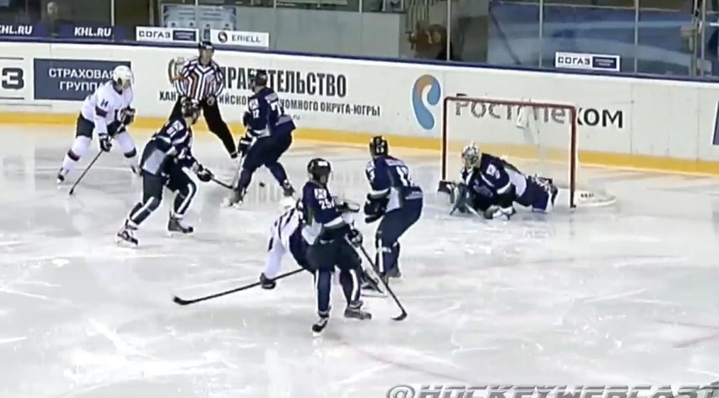 Video: KHL:ssä koettiin todellisia kauhunhetkiä - luistin viilsi Jugra-hyökkääjän kaulan auki