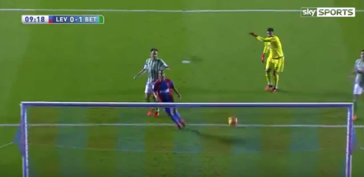 Video: La Ligassa nähtiin koko kauden pahin maalipaikan missaus