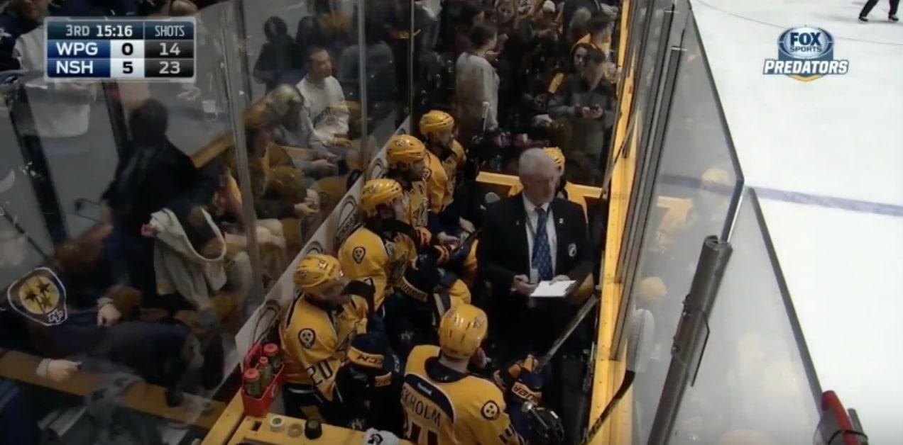 Video: NHL:ssä todella erikoinen tilanne – peräti 13 pelaajaa samaan aikaan jäähyllä