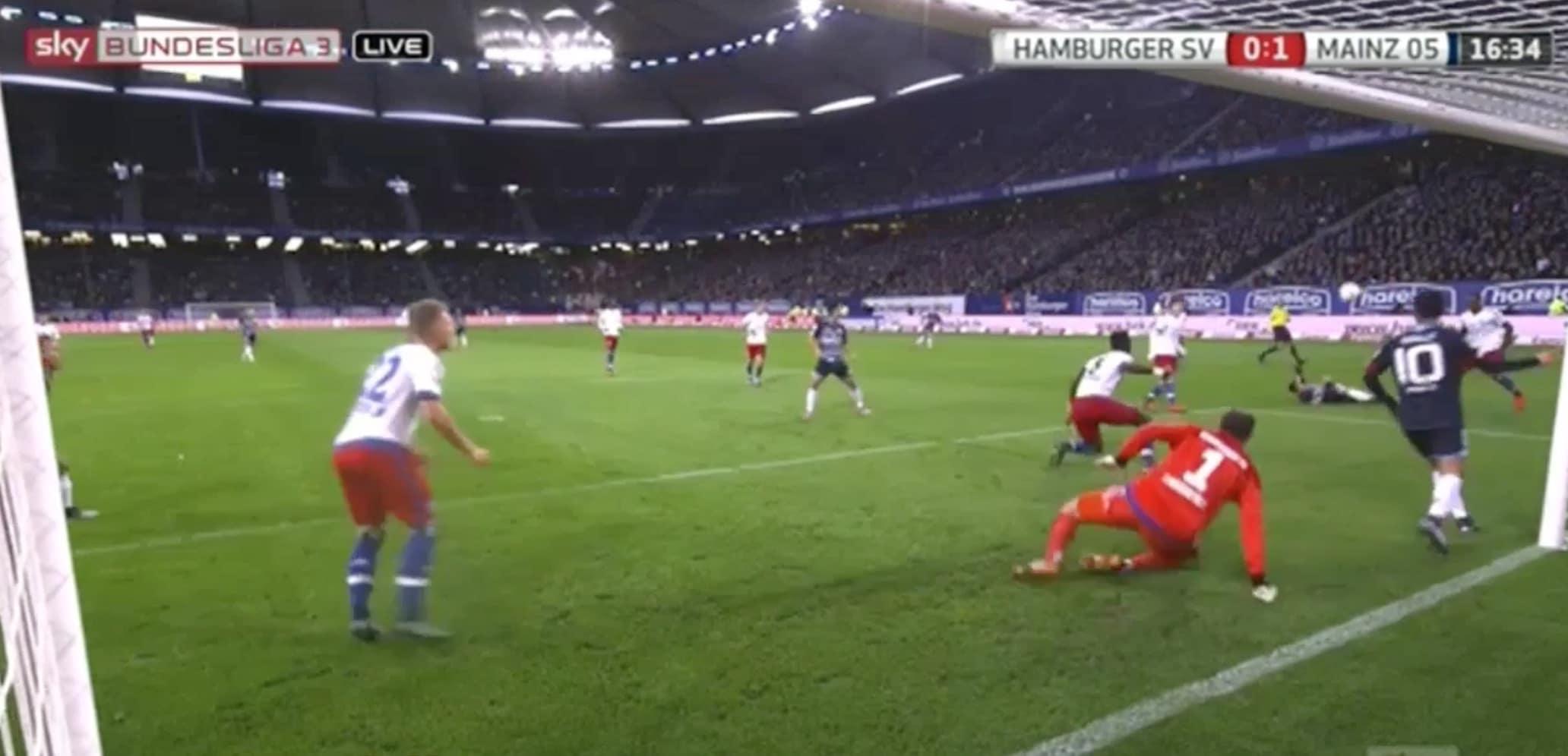 Video: Bundesliigassa nähtiin hämmästyttävä maali - nurmen pinnasta chippi veskarin yli