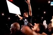 Klassikkovideo: Fani heittää 100 000 euron korin puolesta kentästä All Stars -matsissa