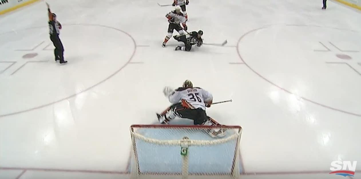 Video: Sidney Crosby tehtaili häikäisevän maalin – kaatuessaankin laittoi kiekon yläkulmaan