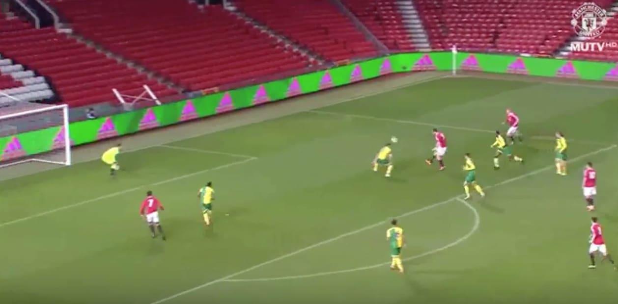 Video: ManU-lupaus Will Keane iski huikaisevan maalin – puolustajat nippuun ja upea chippi takakulmaan