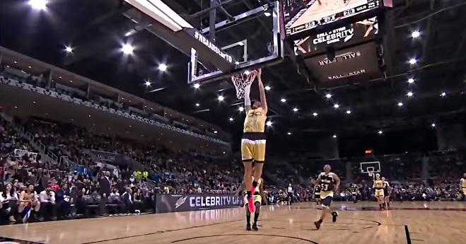 Video: Tennistähti Milos Raonic painoi donkin pohjaan julkkisten NBA All Star -ottelussa
