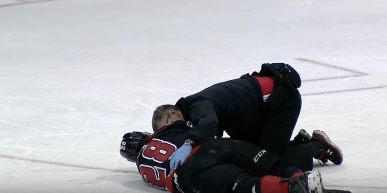 Video: Kanadalaislupaukselta yököttävä taklaus OHL:ssä