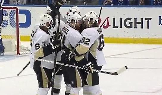 Video: Phil Kessel on todellinen playoffs-erikoisseppä - Penguins voittoon Tampassa
