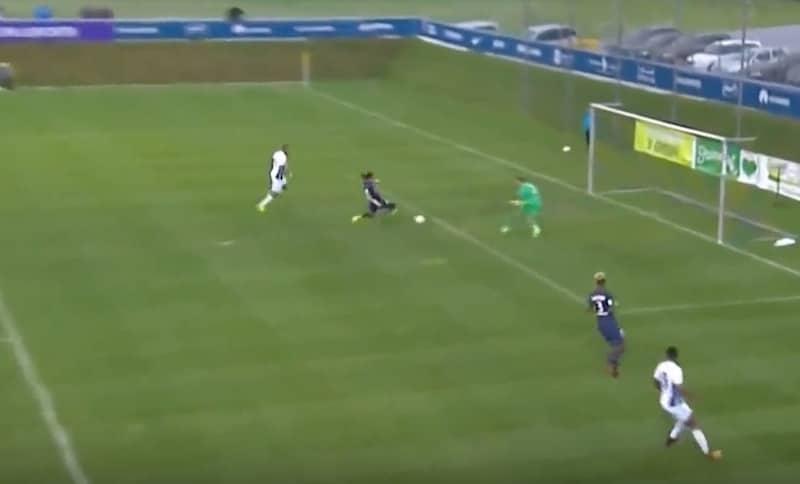 Video: David Luiz liukui koomisen oman maalin