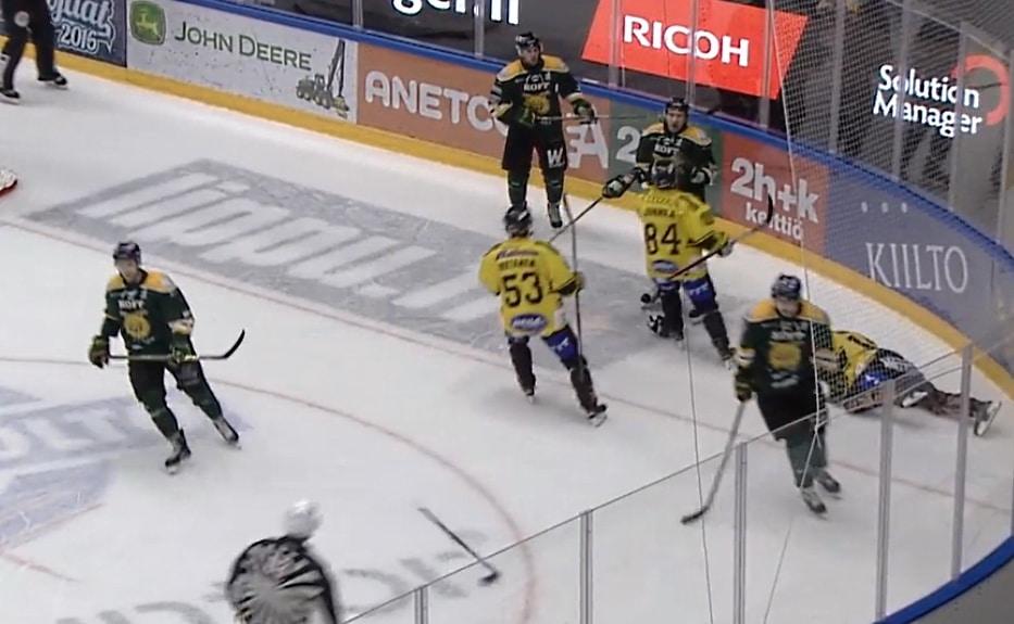 Ilveksen ja kalpan ottelu - voittomaali - sebok flinck - taklaus - kurinpidon päätös - pallomeri.net