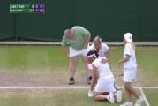 Video: Wimbledonin kutsuottelussa koominen välikohtaus – fani puettiin hameeseen ja tuotiin kentälle