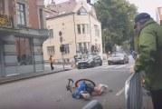Video: Alle 23-vuotiaiden MM-maantieajossa hurja loukkaantuminen – huoltoauto kiilasi suomalaispyöräilijän