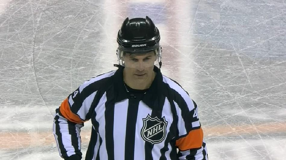Wes McCauley NHL-tuomari mikrofoni kuulutus - Pallomeri.net