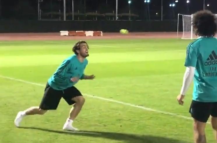 Video: Real Madrid -pelurit esittelivät huikeaa taitoa tennispallon kanssa