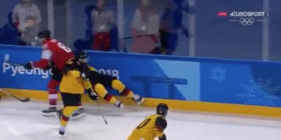 Video: Sveitsin Cody Almond lensi suihkuun 9 sekunnin pelin jälkeen – tökerö taklaus suoraan päähän