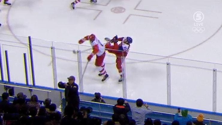 Video: Ilya Kovalchuk ajoi Jan Kovarin ällöttävällä polvitaklauksella