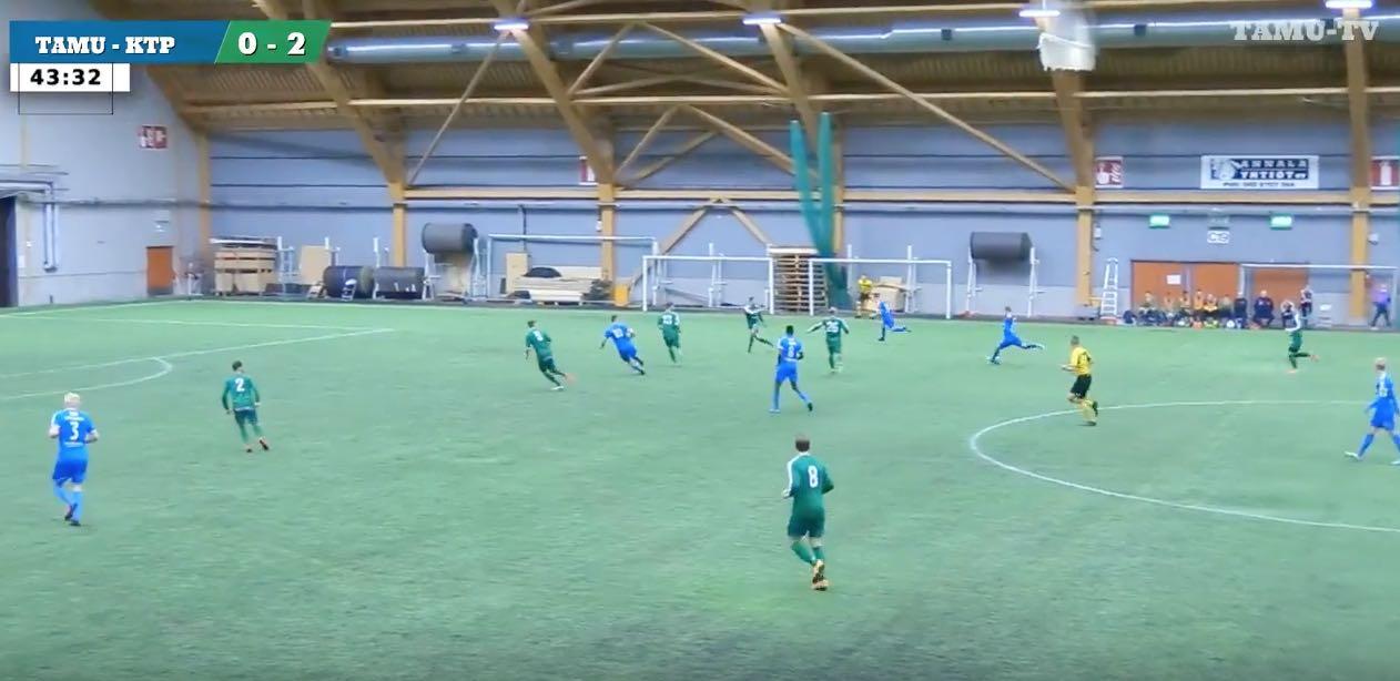 Tampere Unitedin Verneri Uimonen jalkapallo / Pallomeri.net