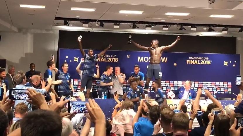 Video: Didier Deschamps sai pelaajiltaan märän yllätyksen pressitilaisuudessa