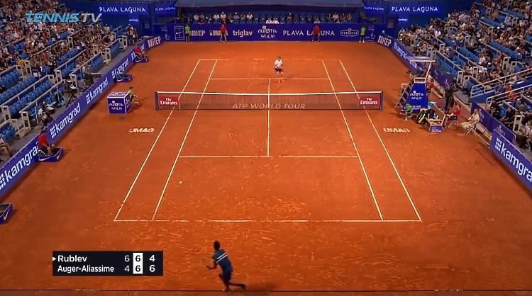 Video: 17-vuotias kanadalaispeluri esitteli huikean lyönnin ATP Tourilla