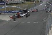 Video: Indy-sarjassa rytisi – auto hurjan ilmalennon kautta katolleen