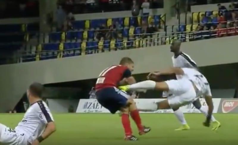 Video: Mestarien liigan karsinnoissa nähtiin hirvittävä kung fu -potku