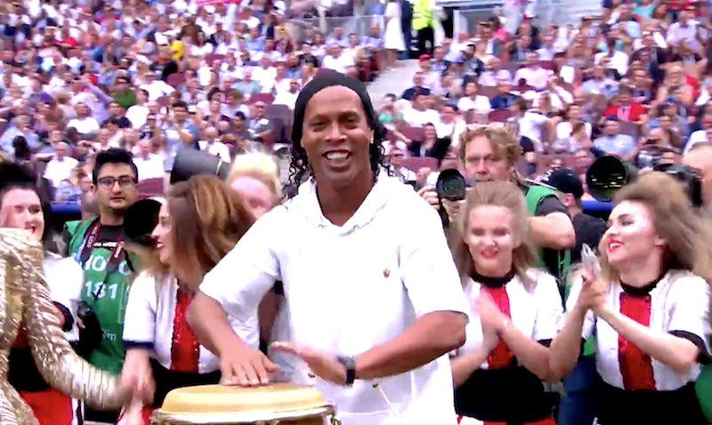 Video: MM-kisojen huikein hetki – Ronaldinho soitti rummuilla Kalinka-laulun tahtiin