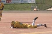 Video: Superpesis-ottelussa hurja vaaratilanne – Tahko-peluri sai pallosta päähän