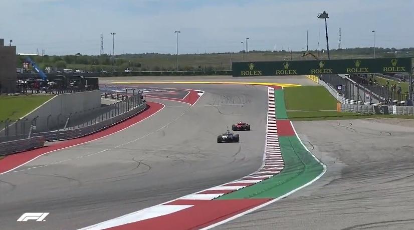 Video: Räikkönen yritti bluffata Hamiltonia USA:n GP:ssä -