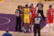 Video: LeBron Jamesin kotiavauksessa nähtiin hurja tappelu – nyrkit heiluivat kentällä