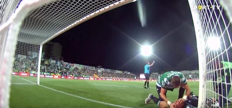 Video: Maalivahti menetti tajuntansa – Sebastian Coates pelasti joukkuekaverinsa hengen