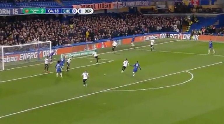 Video: Derby-puolustaja tunaroi koomisen oman maalin Chelseaa vastaan