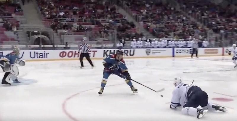 Video: Teemu Pulkkinen iski polviltaan erikoisen voittomaalin KHL:ssä