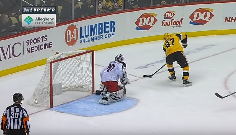 Video: Sidney Crosby jakeli huikean no-look-passin - Guentzel viimeisteli