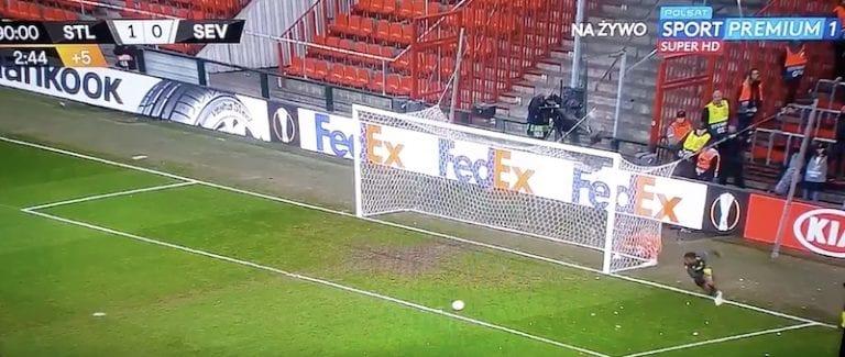 Video: Standard Liege-Sevilla -ottelussa nähtiin täysin käsittämätön lisäajan sähellys