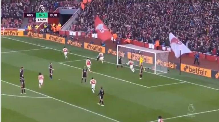 Video: Arsenal tekaisi maagisen osuman Burnleyn verkkoon Valioliigassa