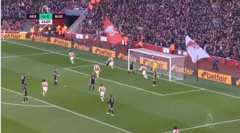 Arsenal maali Burnley - Pallomeri.net