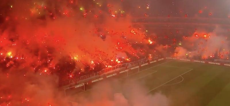 Video: Galatasarayn treeneissä älytön meininki – paikalla yli 40 000 ihmistä