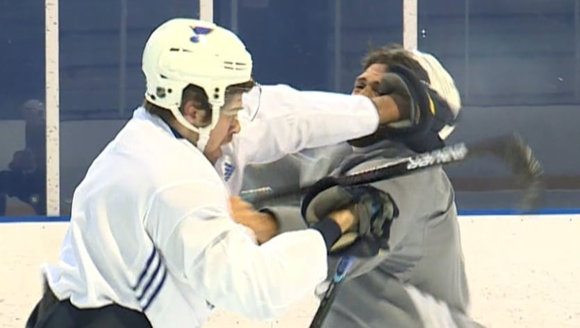 Video: St. Louis Bluesin pelaajat myllyttivät harjoituksissa