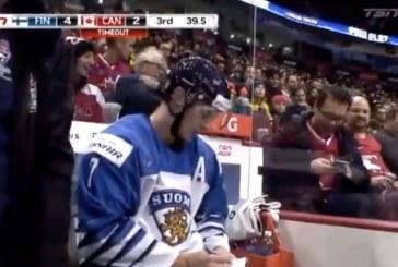 Video: Urho Vaakanainen kirjoitti fanille nimmareita jäähyaitiossa